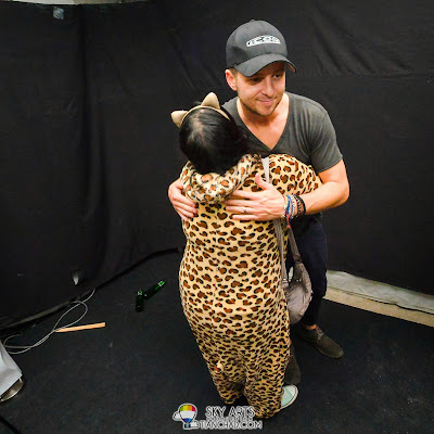 Native Leopard hugged Ryan Tedder OneRepublic Native Live in Malaysia 2013 =)