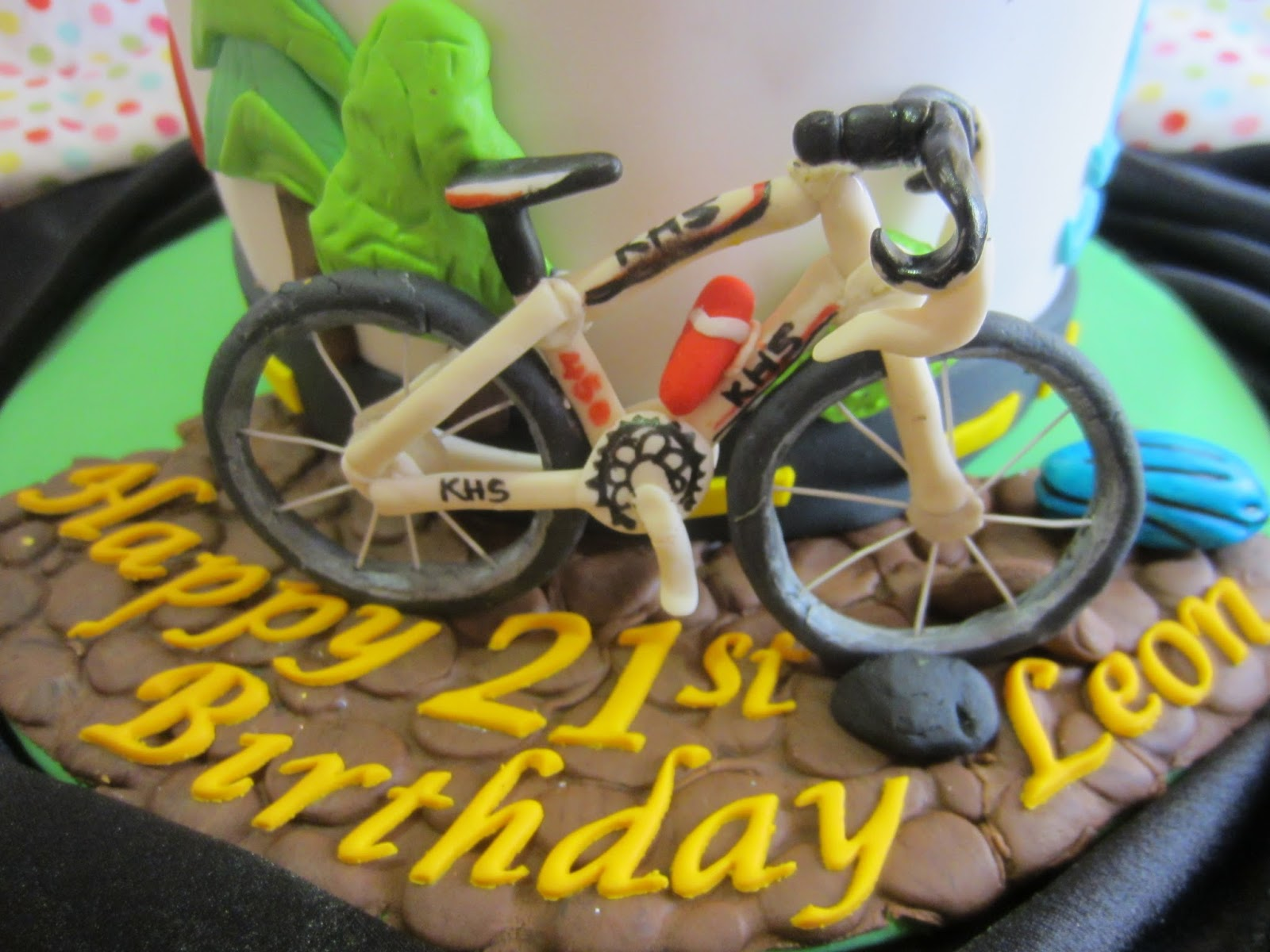 Road Bike Cake Decoration : Home May de Cakes: The Making : Triathlon Cake with gum ...