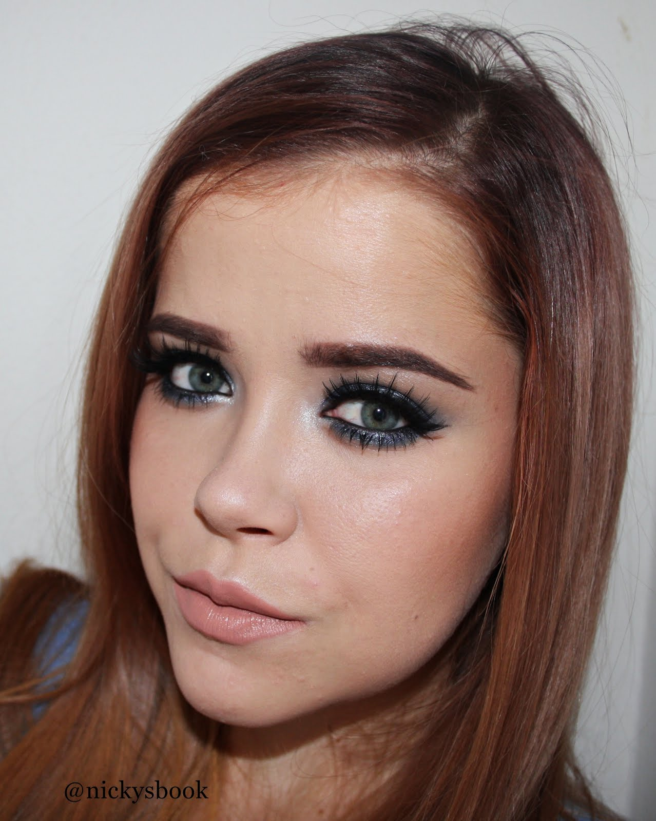 Vítej na mém blogu o kosmetice a líčení. Kontakt pro spolupráci: nikolamichalcik@gmail.com