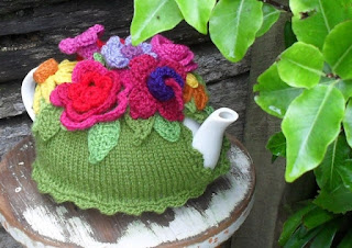 https://crochethealingandraymond.wordpress.com/2010/11/20/spring-explosion-tea-cozy/