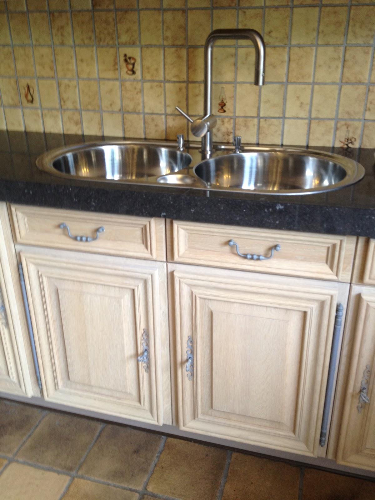 Eiken Keuken Renovatie : Zandstralen, vernieuwen, beitsen en vernissen van eiken