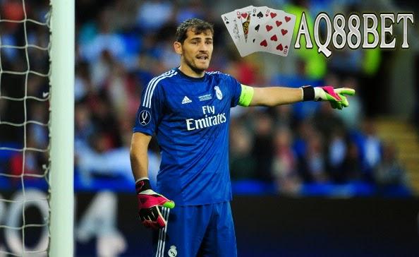 Bandar Bola AQ88bet - Spekulasi yang beredar, Real Madrid bakal melepas penjaga gawangnya, Iker Casillas dalam bursa transfer. Sebagai ganti kiper asal Spanyol tersebut, El Real sedang berusaha