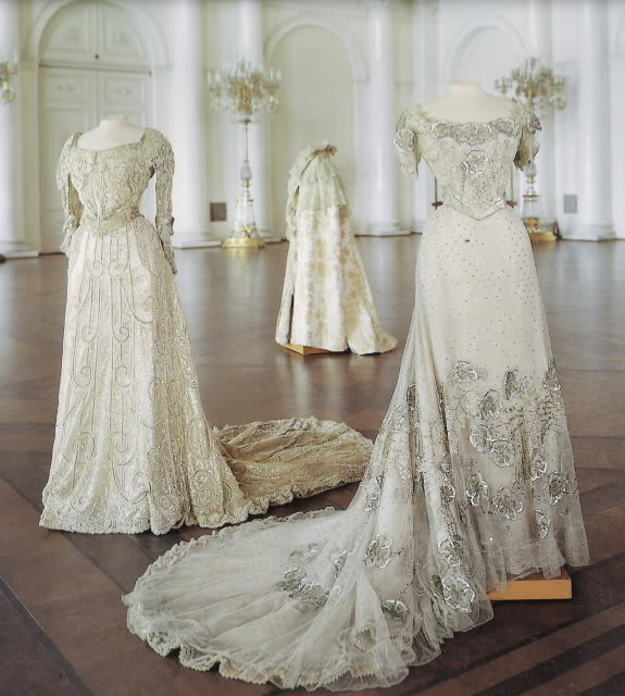 Robe vers 1900