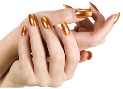 manos hermosas, manos saludables, manos bonitas, manos sanas, uñas largas, uñas pintadas, uñas pintadas en color oro, uñas grandes, uñas bonitas, hacer crecer las uñas, que hago para que me crezcan las uñas, remedios para que crezcan las uñas, consejos para que me crezcan las uñas