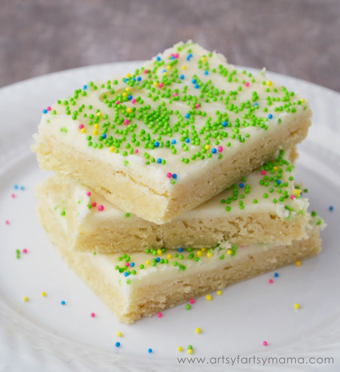 Easy Sugar Cookie Bars at artsyfartsymama.com