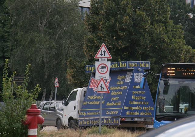 Tapeta-bolt.hu, tapétabolt, Budapest, Budaörsi út, vizuális környezetszennyezés, köztéri reklámozás, tapéta, gerilla marketing, reklám