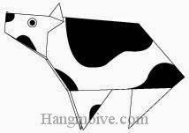 Bước 14: Dùng bút vẽ mắt, khoảng đốm cho con bò để hoàn thành cách xếp bằng giấy