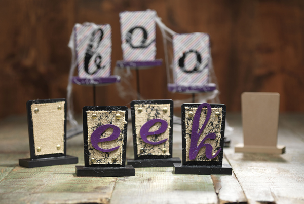 Halloween Burlap SIgns @craftsavvy @sarahowens #craftwarehouse #halloween #party #diy #sign