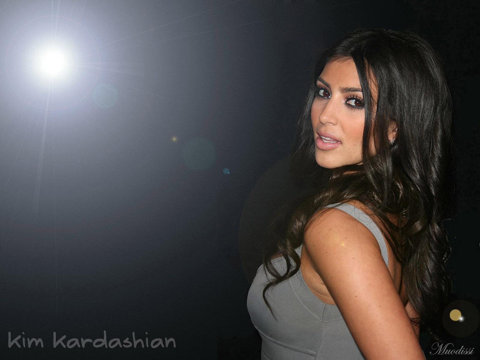 Latest Updates: Kim Kardashian Hot and sexy bikini HD Wallpapers