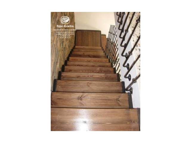 Diferentes modelos de escaleras cocinas modernas for Escaleras de duplex
