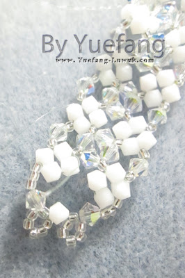 Lady_in_white_bracelet_second_closure_option