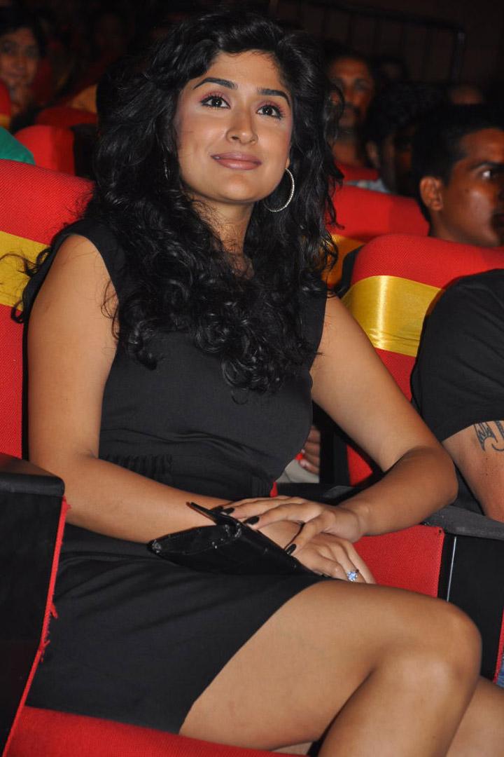 Anita Hassanandani Reddy HD Photos - Desi Celebrity Pic