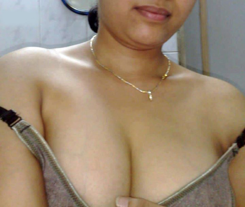 Hot indian girl boobs cleavage