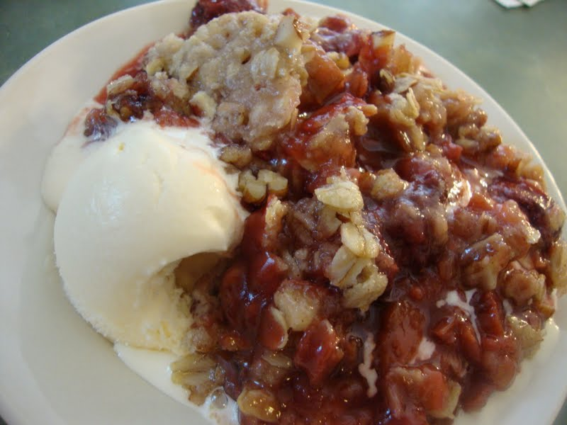 Busy Mom's Slow Cooker Adventures: Strawberry Rhubarb Crisp