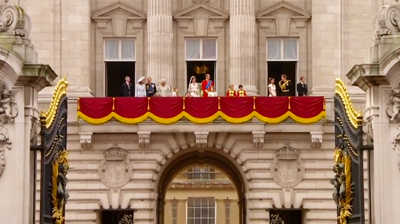 The Duke and Duchess of Cambridge and their families at the balcony. YouTube 2011.