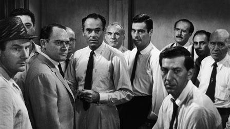 Fotograma de la película: 12 hombres sin piedad, en el centro, Henry Fonda