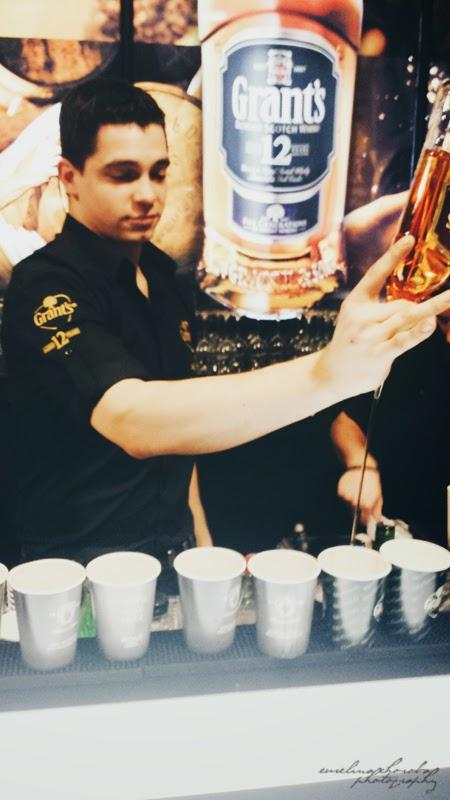 Blogowigilia 2014, Warszawa, Stadion Narodowy, Grant's, whiskey, alkohol, barman za za barem, przystojny facet