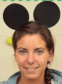http://lasmanualidades.imujer.com/7092/como-hacer-orejas-de-mickey-mouse