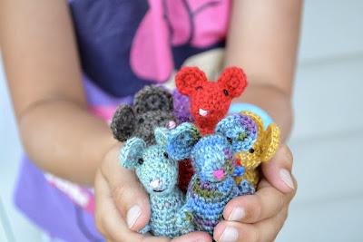free crochet amigurumi mouse pattern