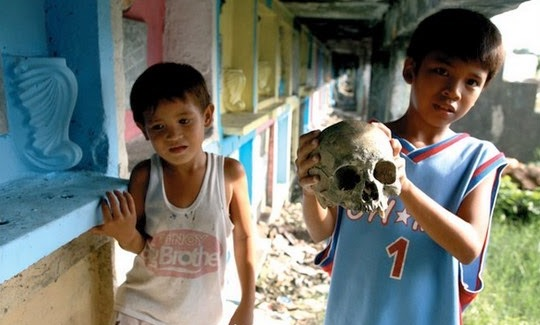Tak Sangka Ada Perumahan Setinggan di Tanah Perkuburan di Manila