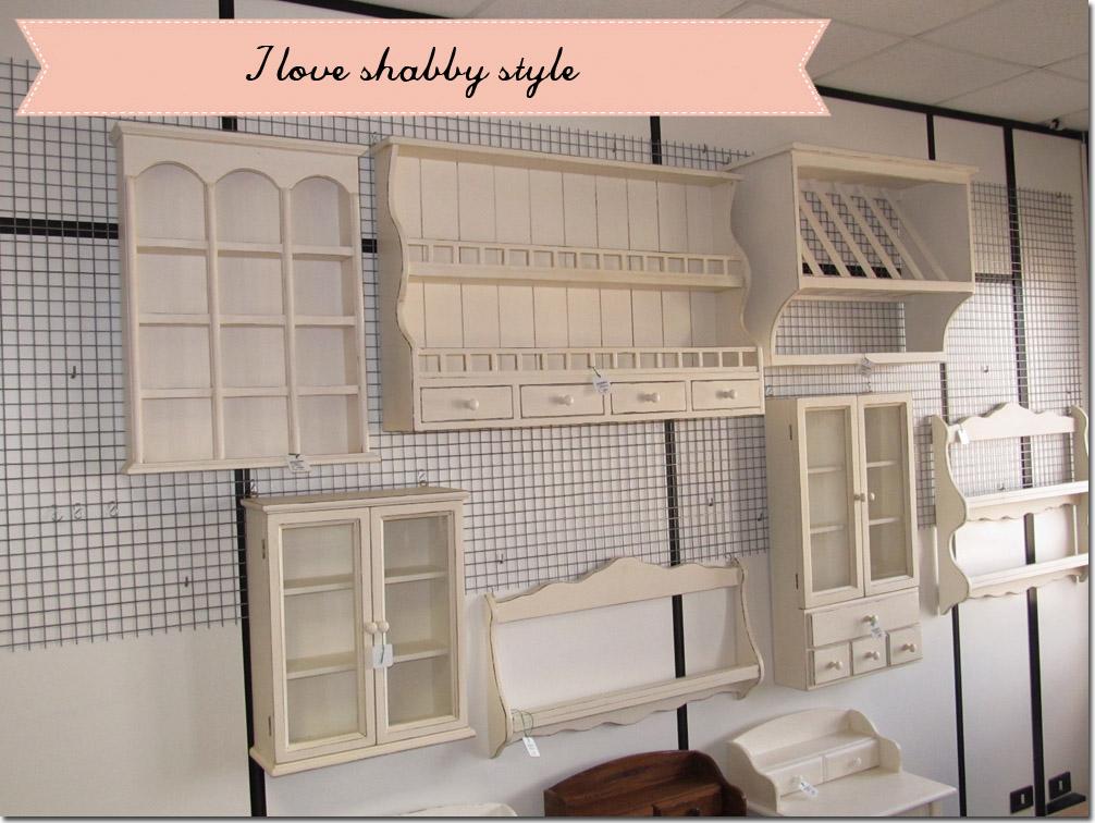 Una piattaia tanti stili shabby chic interiors - Mobili a colori ...