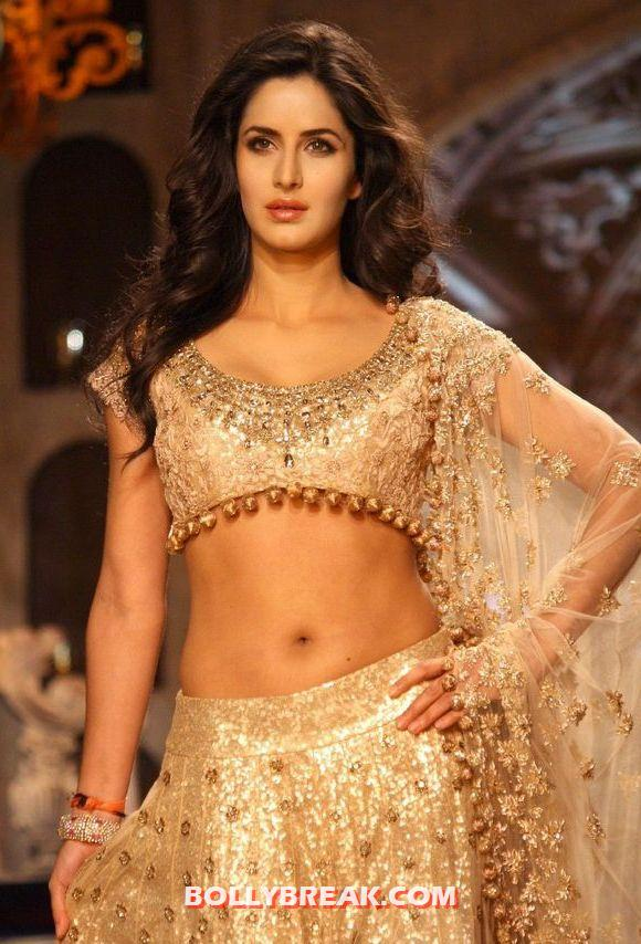 Katrina kaif navel close up with mole atbottom - Katrina kaif Navel Show - Delhi Couture Fashion Week 