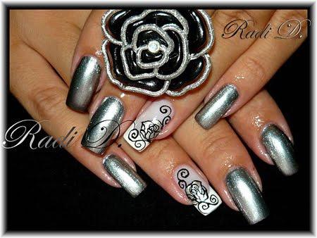 Празничен дизайн на нокти в метално сребърно
