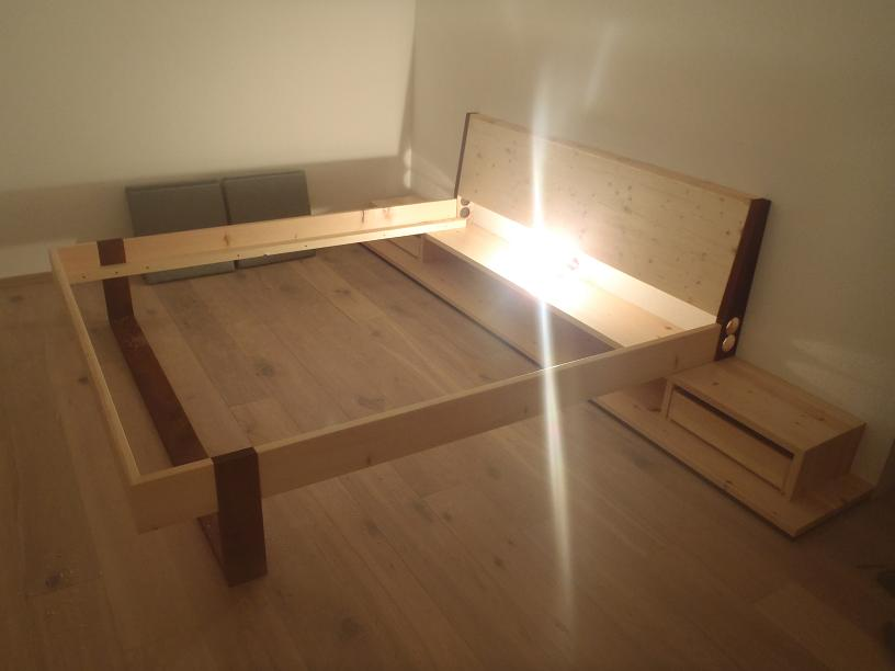 indirekte beleuchtung hinter dem bett. Black Bedroom Furniture Sets. Home Design Ideas