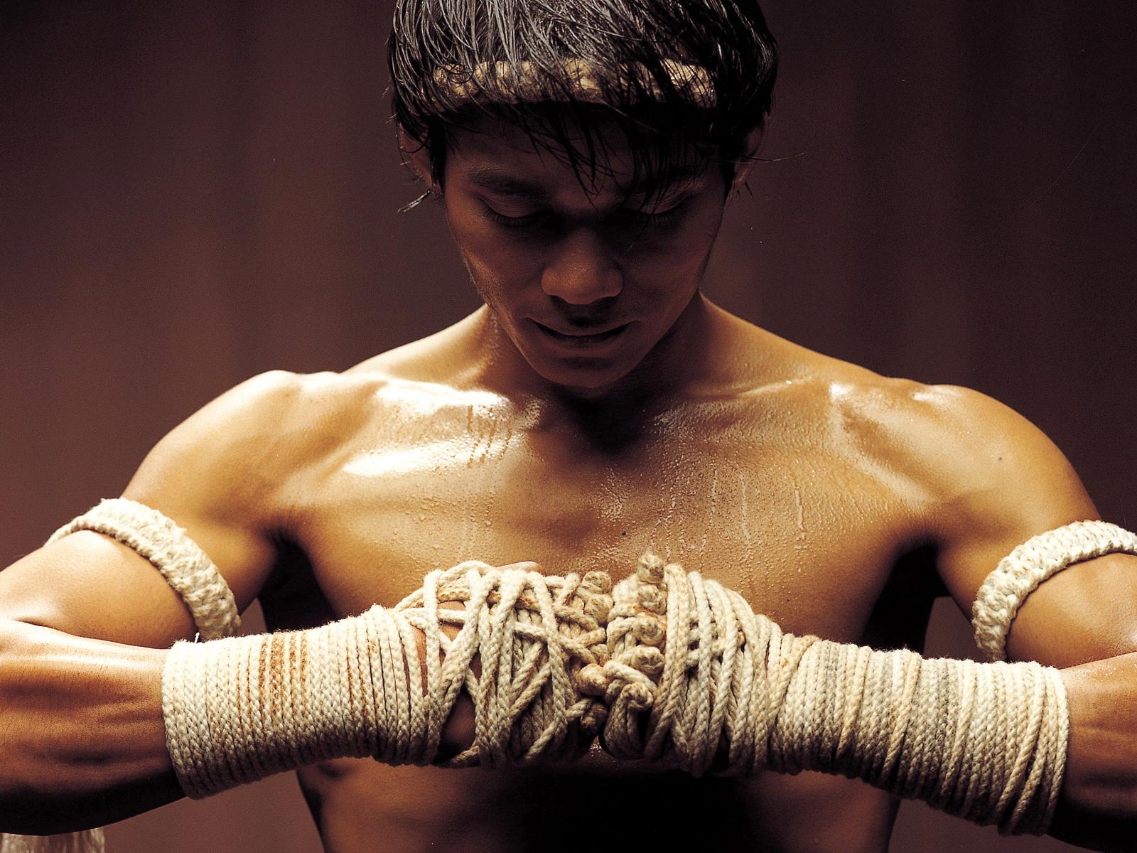 http://3.bp.blogspot.com/-sl7WEfk2wFc/TxQxPvwmz0I/AAAAAAAADLs/MS9NtFDTA2g/s1600/Movies_Movies_O__Ong-bak_010376_.jpg