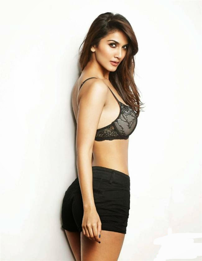 Heroine Vaani kapoor hot bikini without hot dress Photos Images pictures pics Wallpapers Gallery free Download