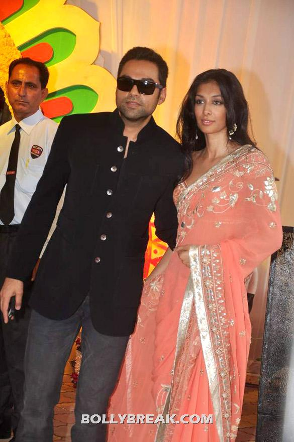 Abhay Deol, Preeti Desai in Peach Saree - (8) - Esha Deol Wedding Pics 2012 - Full Set