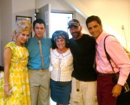 Nick Jonas como Link Larkin en Hairspray  262847_265766893437402_161732127174213_1196073_5251400_n