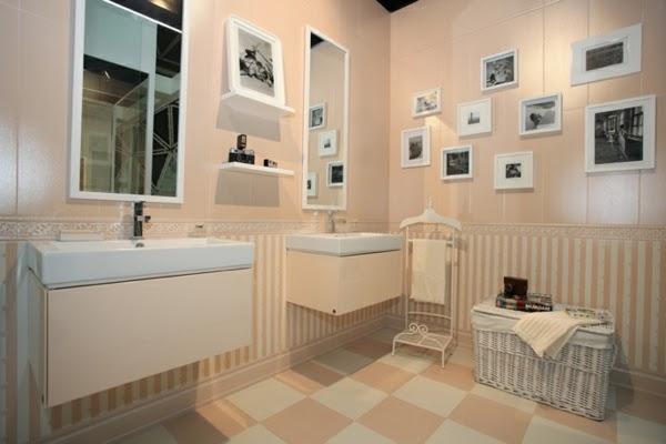 Imagenes Baños Femeninos:Un baño femenino decorado con un cálido color salmón pastel y