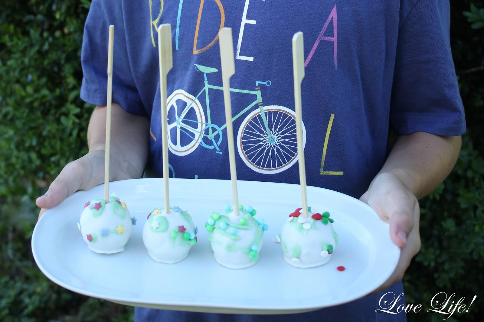 love life catrin s cake pop adventures 8 cake pops dekorieren mit kindern. Black Bedroom Furniture Sets. Home Design Ideas
