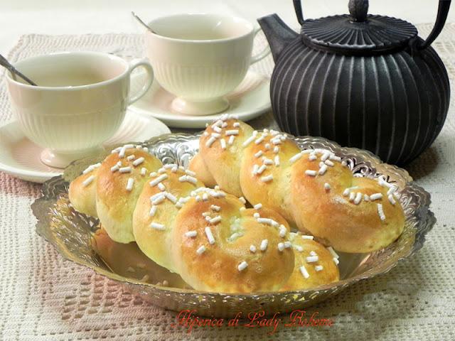 hiperica_lady_boheme_blog_di_cucina_ricette_gustose_facili_veloci_treccine_di_ricotta_di_montersino_2