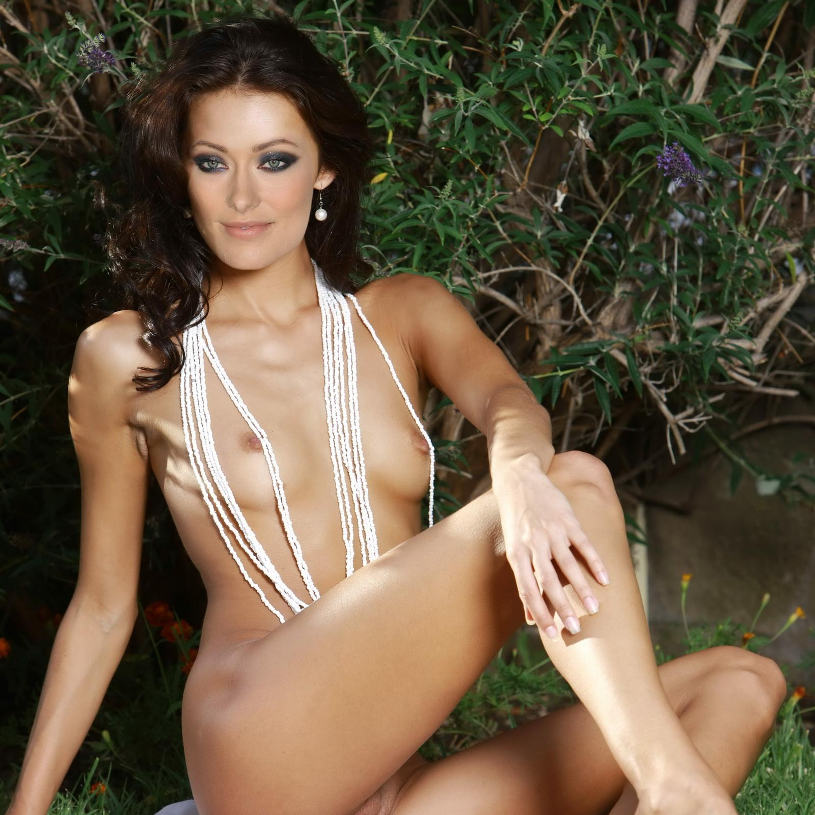http://3.bp.blogspot.com/-sm084puwCVM/T361S-7khEI/AAAAAAAAANY/nZrRB1xZyhY/s1600/Olivia+Wilde+nude+in+hen-party+photo+shoot+2.jpg