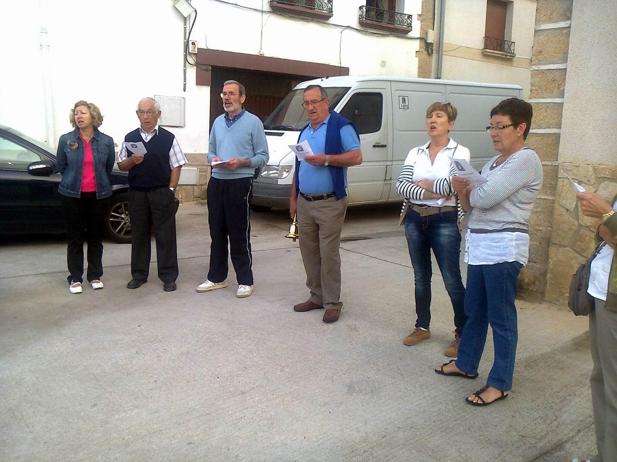 Auroros de Ancín cantando a la Virgen del Carmen en la mañana de su fiesta (16-07-2013). Fotos sacadas por el hermano Iñaki. Para verlas a tamaño natural, ...