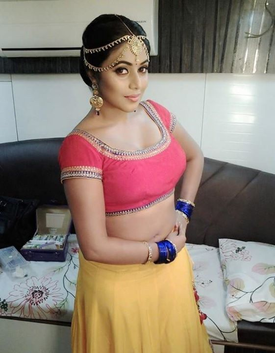 Shamna Kasim aka Poorna latest navel show photos