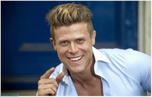 leeuwarden mature singles Schrijf je gratis in op lexa de nummer 1 datingsite van nederland bekijk direct foto's van singles flirt, chat en vind jouw date.