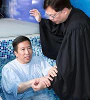 Tony Chan được rửa tội. Ảnh: SCMP