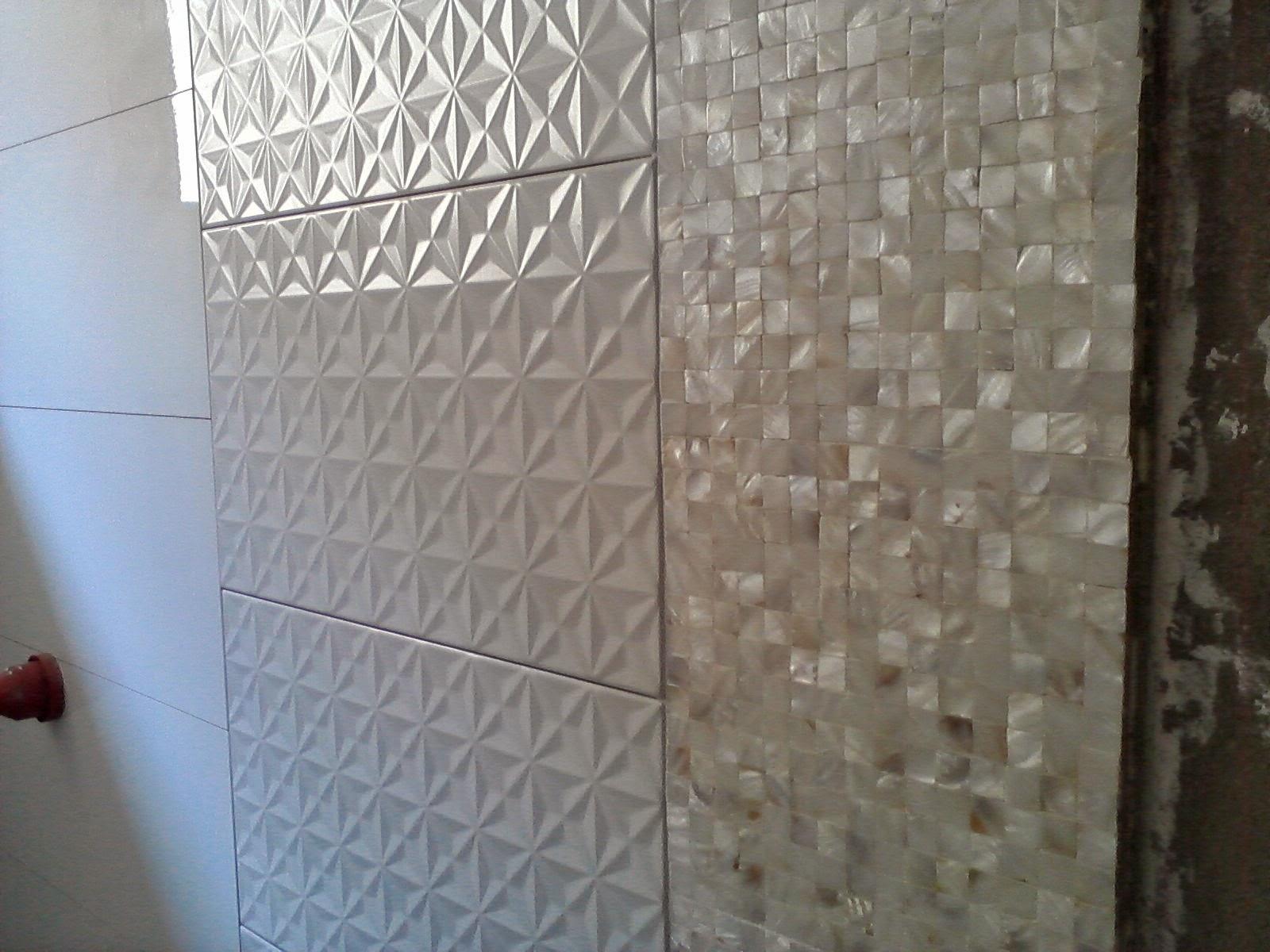 (atemporais) o revestimento 3D confere modernidade ao banheiro  #3E5D8D 1600 1200