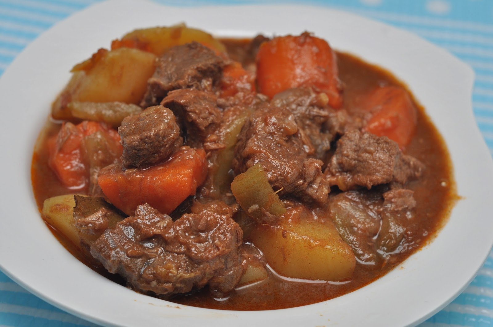 Veronica's Kitchen: Simple Beef Stew
