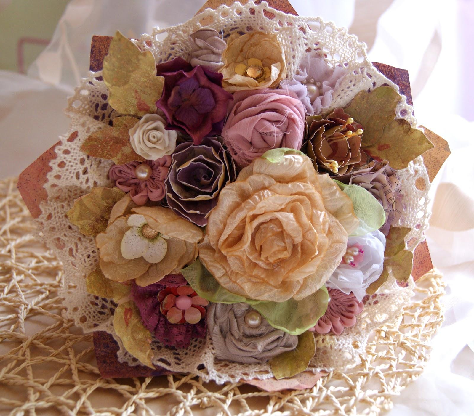 Композиция из цветов из ткани фото