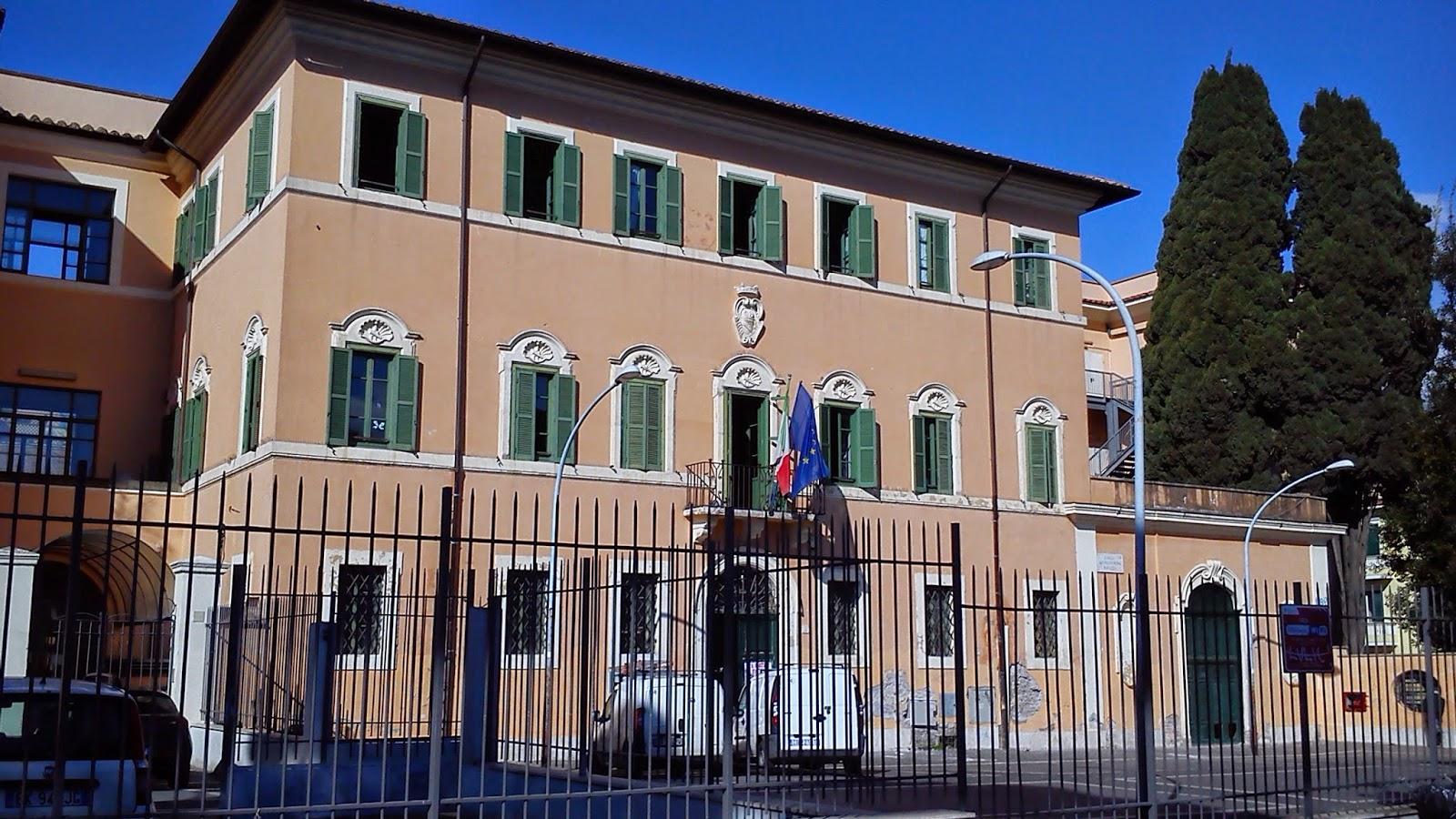 Illuminazione Barcaccia: Roma fa schifo: incendio e devastazione a ...