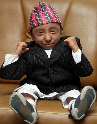 Video of the world s smallest man khagendra thapa magar from