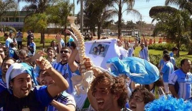 http://cuyexsputra.blogspot.com/2014/07/neymar-cedera-fans-argentina-senang.html