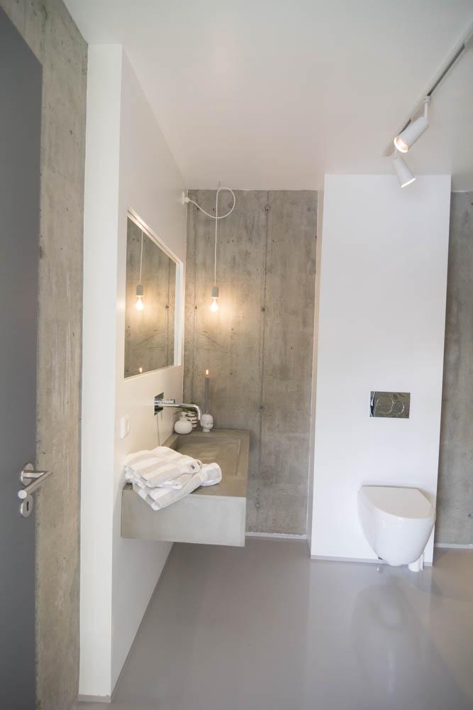minimalistisk bad i betong og marmor moderne stil. Black Bedroom Furniture Sets. Home Design Ideas