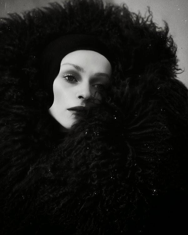 ©Elizaveta Porodina - Darkling. Fotografía | Photography