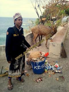 Photo bersama kijang menjangan di Pura Klenting Sari Menjangan