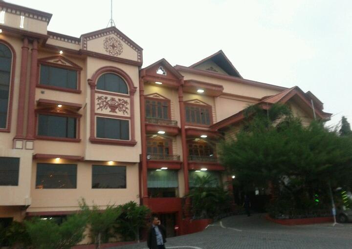Hotel Utami Surabaya Yang Berlokasi Di Jalan Raya Juanda